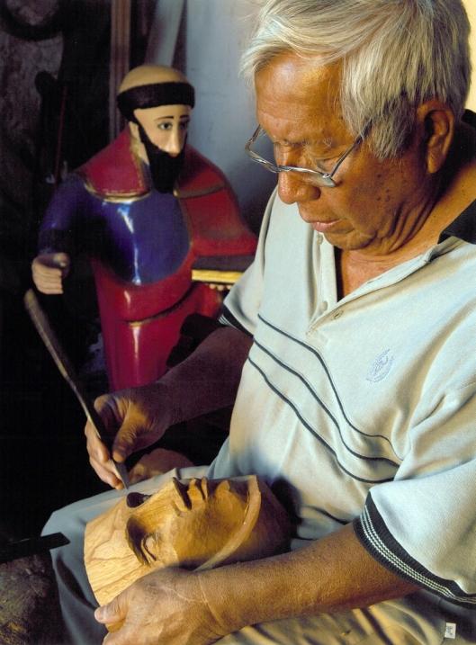 The mask maker Antonio López Hernández at work, Chiapa de Corzo, Mexico / © 2009 Coordinación Ejecutiva para la conmemoración del Bicentenario de la Independencia Nacional y del Centenario de la Revolución Mexicana del Estado de Chiapas @ UNESCO Archive