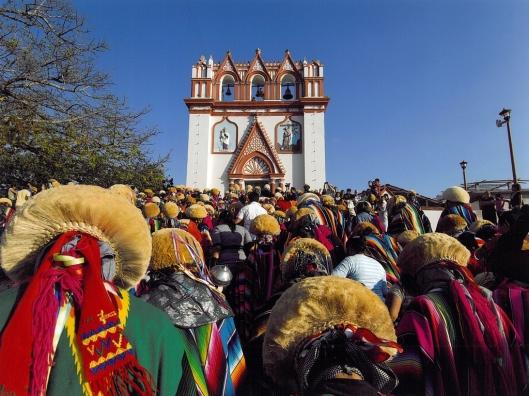 The parade of Parachicos visiting the Iglesia El Calvario, Chiapa de Corzo, Mexico / © 2009 Coordinación Ejecutiva para la conmemoración del Bicentenario de la Independencia Nacional y del Centenario de la Revolución Mexicana del Estado de Chiapas @ UNESCO Archive