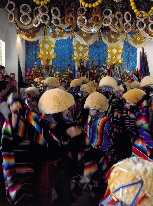 The Parachicos visiting places of worship decorated with enramas, Chiapa de Corzo, Mexico / © 2009 Coordinación Ejecutiva para la conmemoración del Bicentenario de la Independencia Nacional y del Centenario de la Revolución Mexicana del Estado de Chiapas @ UNESCO Archive