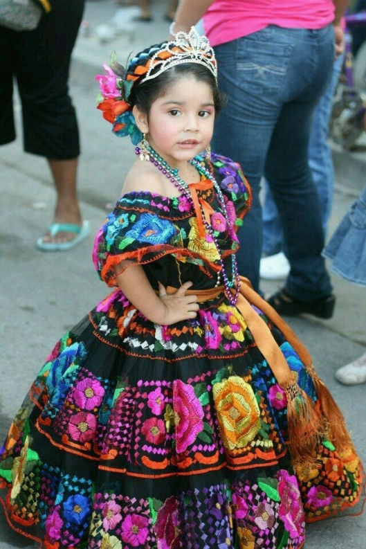 A young Chiapaneca wearing the traditional dress of Chiapas, Chiapa de Corzo, Mexico / Tierra de lo Grande