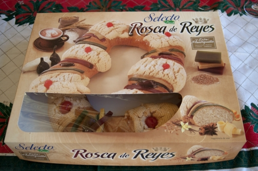 Commercially-made Rosca de Reyes still in the box, Oaxaca, Mexico / Andreja Brulc